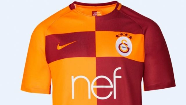Galatasaray'da 2017-2018 formalarına taraftarlardan tepki