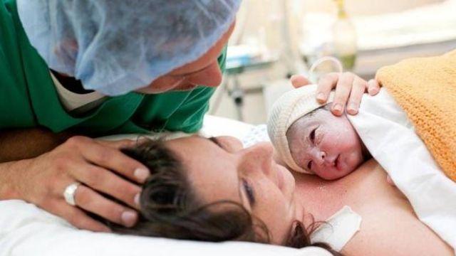 Doğum sırasında baba adayı doğumhanede olmalı mı?
