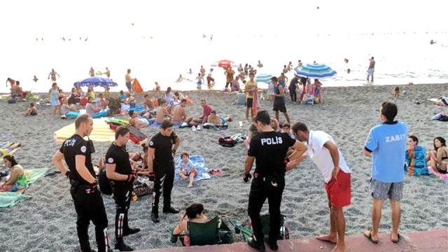 Plajda içki içen 2 kadın gözaltına alındı