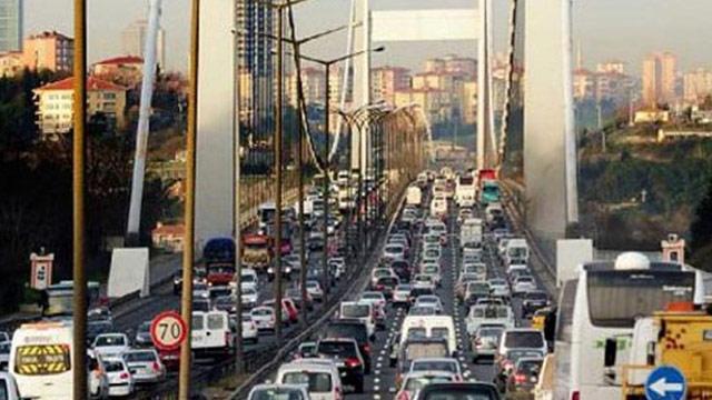 Özel okullar açıldı İstanbul trafiği çıldırdı