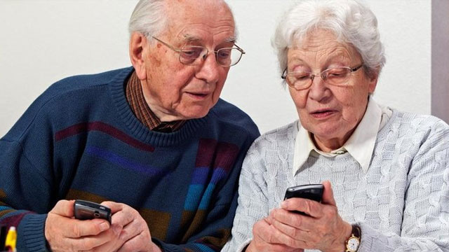 55-75 yaş grubu akıllı telefonlara büyük merak sardı