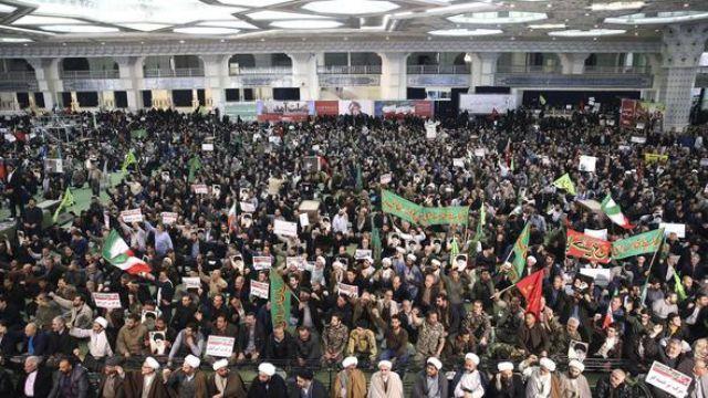 İran kaynıyor. Bu kez mollalar devreye girdi