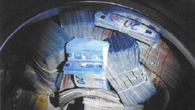 Çamaşır makinasından 350 bin euro çıktı