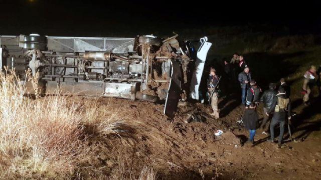 Ağrı'da yolcu otobüsü devrildi çok sayıda yaralı var