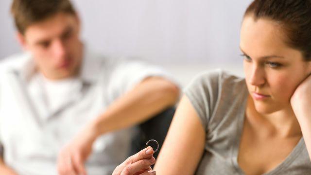 Evli çift arasında üçüncü bir kişi ile birliktelik olduğunda eş tazminat alabilirmi?