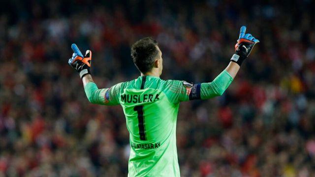 Muslera'dan Benfica maçı hakemine ağır eleştiri