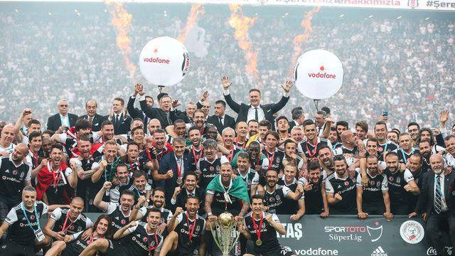 Süper Lig'de şampiyon Beşiktaş'ın kupa sevinci