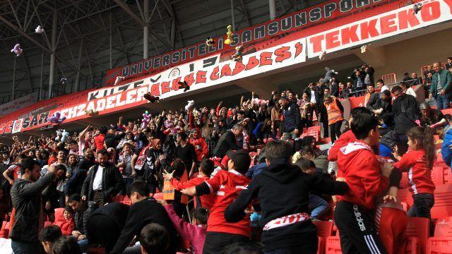 Samsunspor maçında oyuncak sevinci