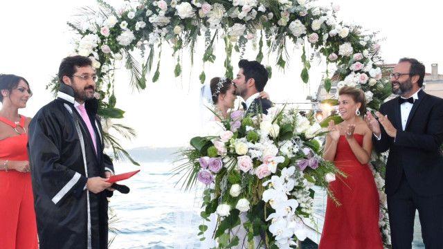 Fahriye Evcen ile Burak Özçivit çiftinden muhteşem düğün