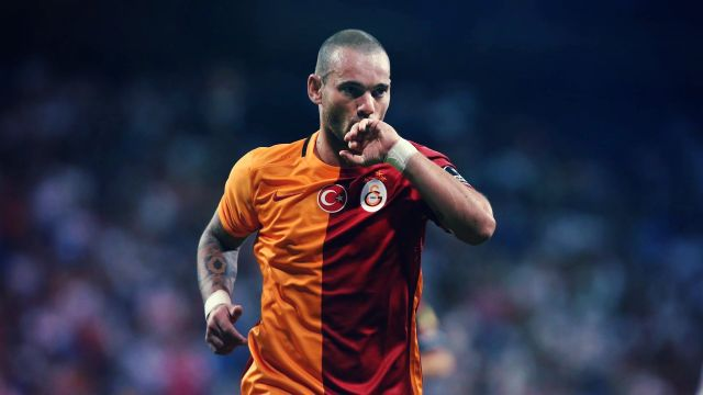 Sneijder ile Tudor arasında bacak krizi