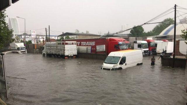 İstanbul Temmuz'da yağmura teslim