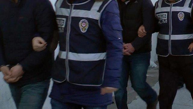 Polisten korkttu poşetiyle uyuşturucu yuttu