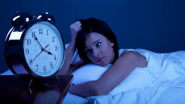 Uykusuzluk sorununun çözümü ballı sütte
