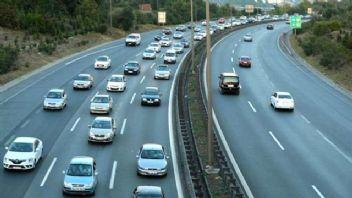 Bayram dönüşünde trafik yoğunluğu İzmit'te hissediliyor