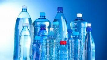 Plastik şişeleri hayatımızdan çıkartmalıyız