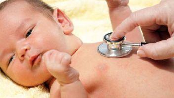 Bebeklerde hırıltı sesi neden olur?