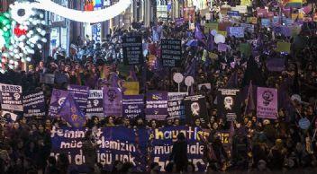 Kadınlar şiddete dur demek için sokağa çıkıyor