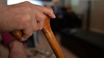 Yalnız yaşayan yaşlılar için panik butonu güvenliği