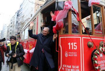 İstanbul nostaljik tramvay'ına kavuştu
