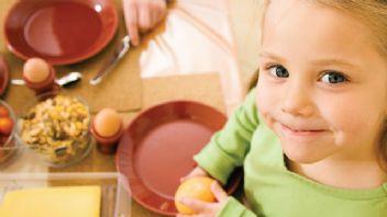 Evde tüketilen besinler çocukların beslenme alışkanlığını şekillendiriyor