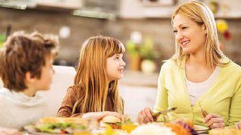 Ebeveynler beslenme konusunda çocuklarına örnek olmalı