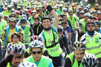 Bisikletçiler farkındalık için pedal bastı