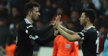 Beşiktaş'ta TL krizi iki futbolcu kabul etmedi