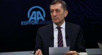 Milli Eğitim Bakanı Selçuk Andımız tartışmalarına girmedi