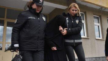 Atatürk Anıtı'na baltayla saldıran kadın,hastaneye yatırıldı