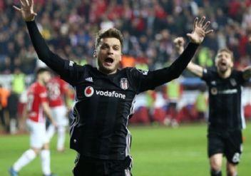 Beşiktaş ileri uç hattı bombalıyor!
