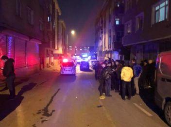 Gaziosmanpaşa'da 4 katlı bina deprem sonrasında boşaltıldı