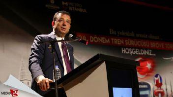 İBB Başkanı Ekrem İmamoğlu Zafer Bayramı kutlamalarında Taksim'de