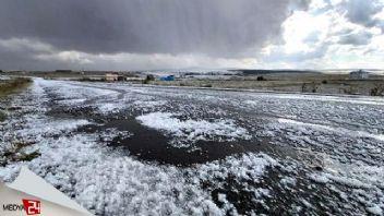 Ardahan'da dolu yağışı hayatı etkiledi