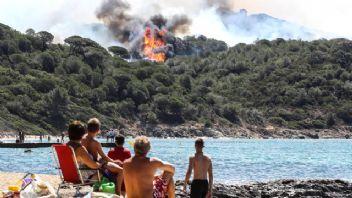 Fransa'da orman yangınları Saint Tropez'i tehdit ediyor