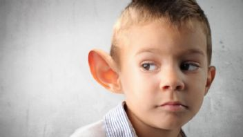 Kepçe kulak estetiğini en geç 6 yaşında yaptırmak gerekiyor