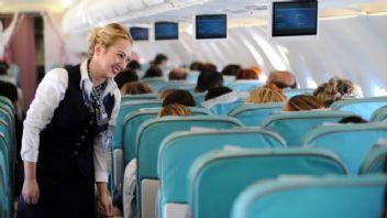 Sarhoş yolcular uçak personelini taciz ediyor