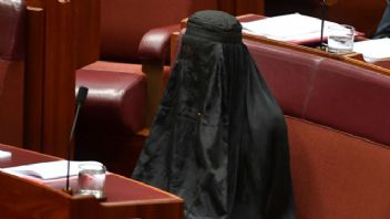 Avustralyalı siyasetçi burka yasağını burka ile protesto etti