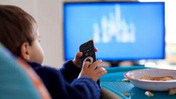Televizyon yatak odasına girince çocuklar obez oluyor